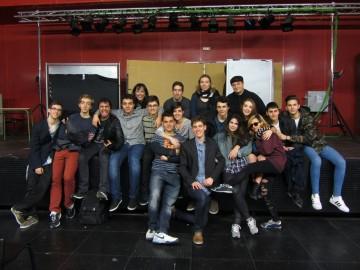 El grupo de teatro amateur Le Mirage colabora donando su recaudación a SuresTEA